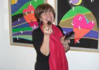Gabriella Brembati. Sul fondo opere di Marcello Diotallevi